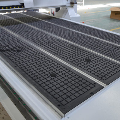 Vacuum table in zone on cnc cutting machine