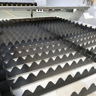 Plasma cutting machine table for plasma cutting machine